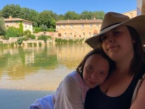 Bagno Vignoni: Le ragazze