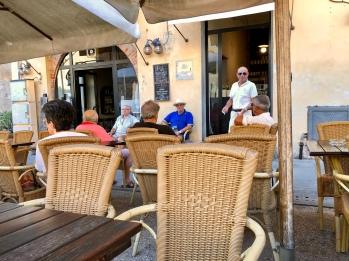 Pietrasanta, caffe al teatro